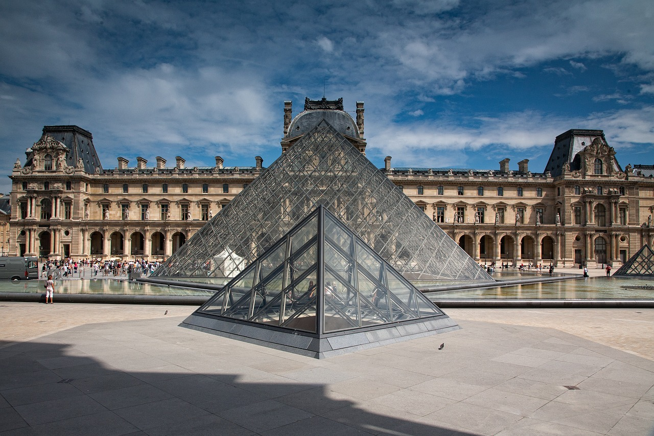 Paris 4 day itinerary Louvre