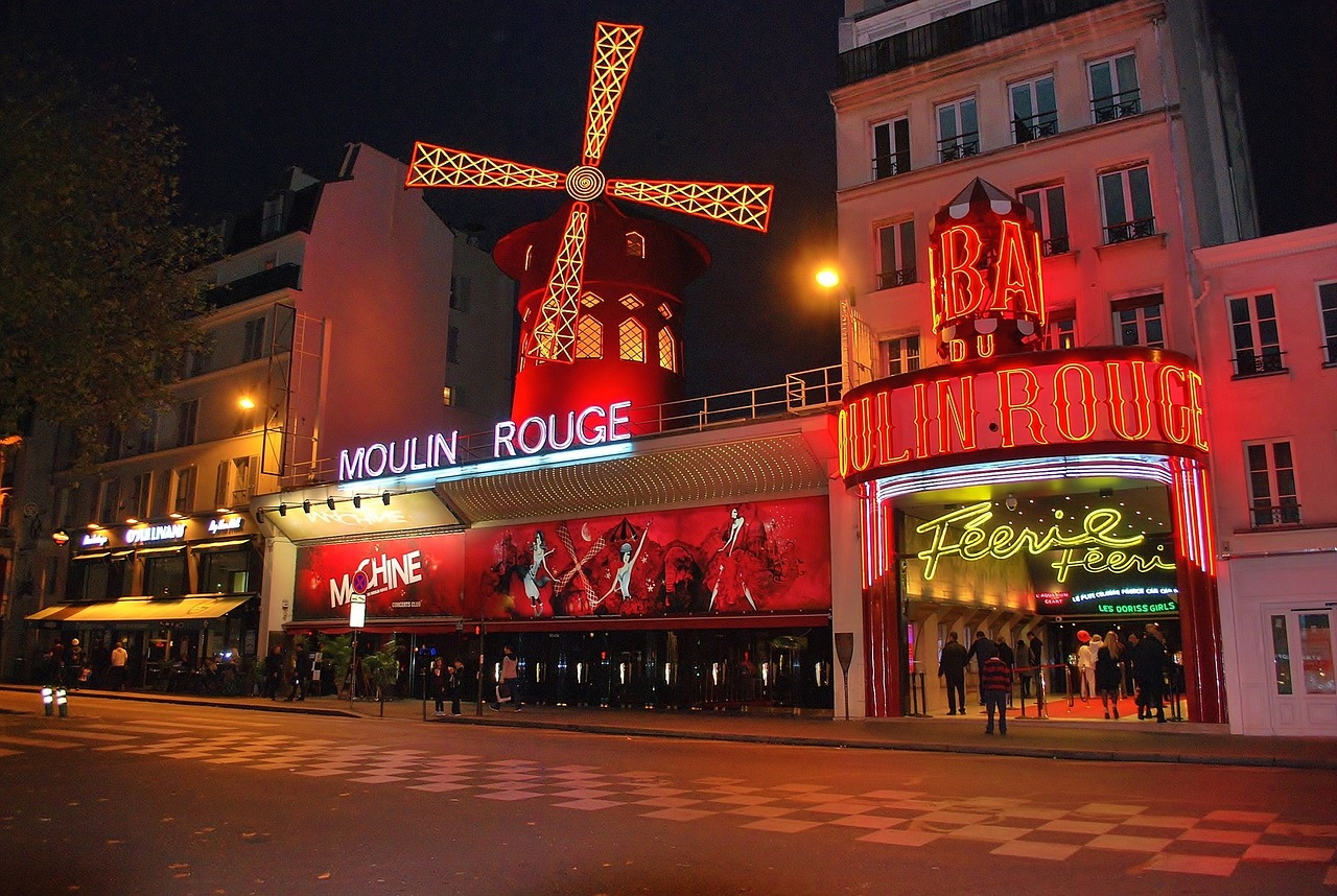 Paris 4 day itinerary moulin rouge