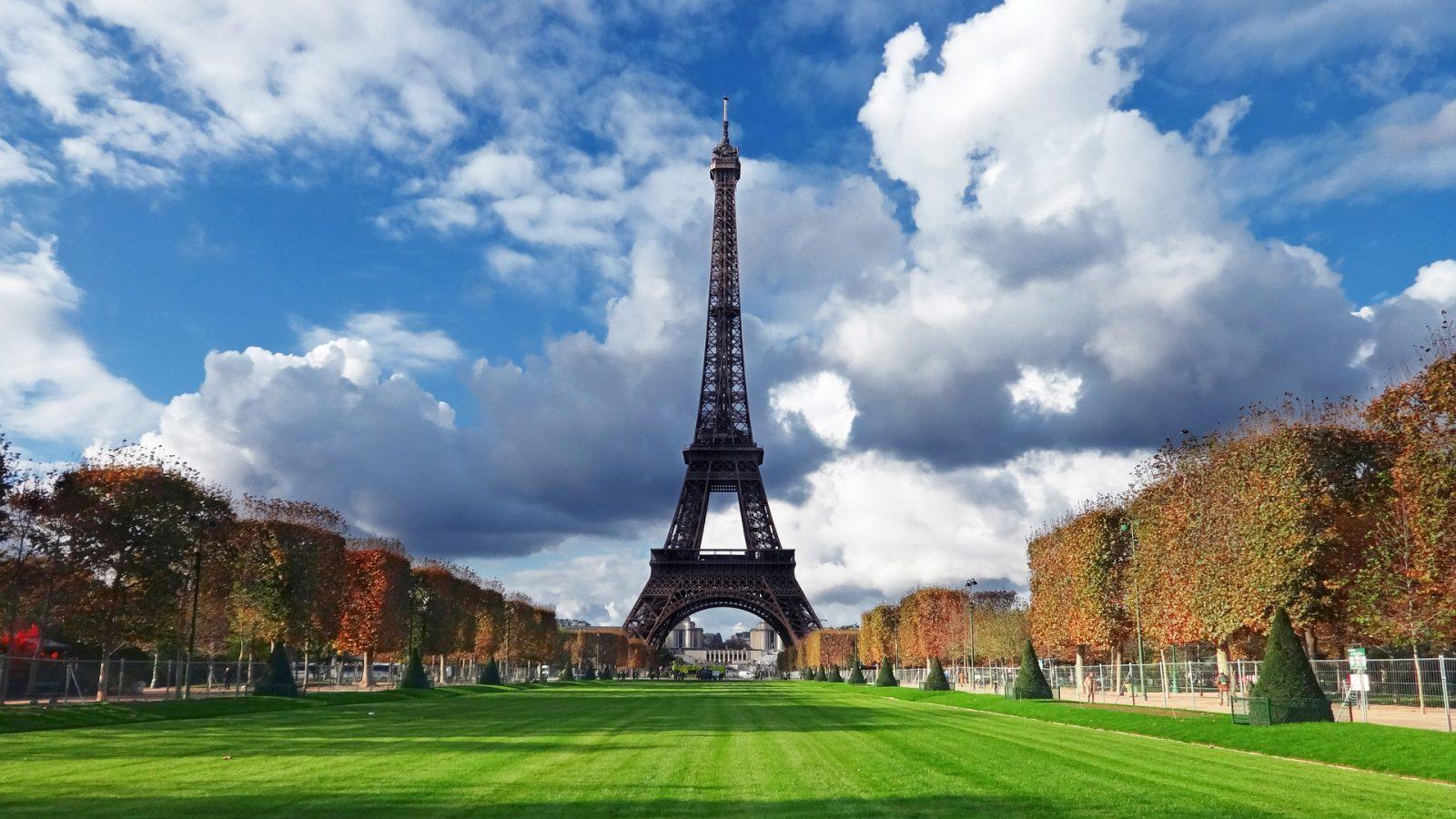 2 days in Paris eiffel park