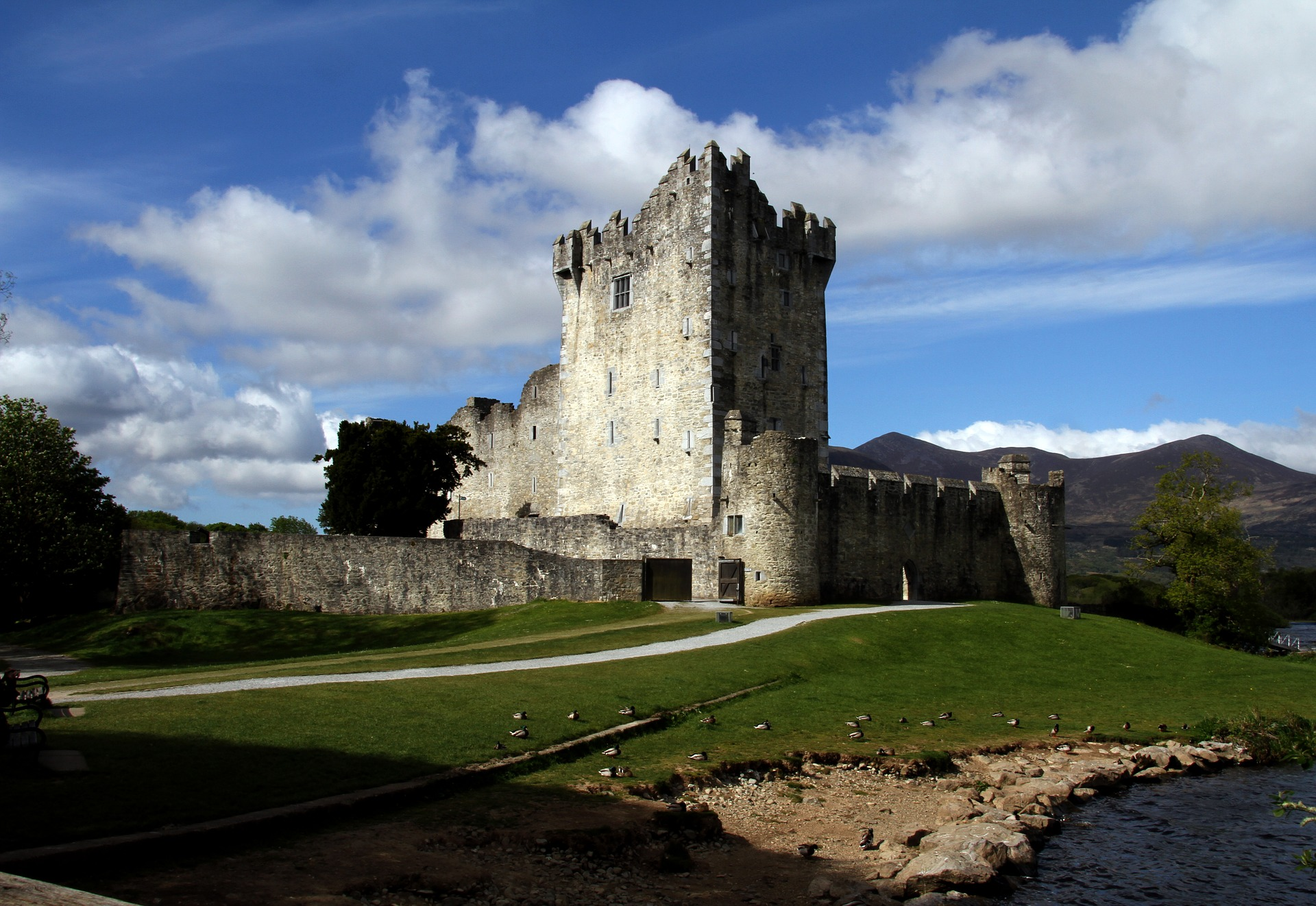 things to do in Killarney Ross Castle