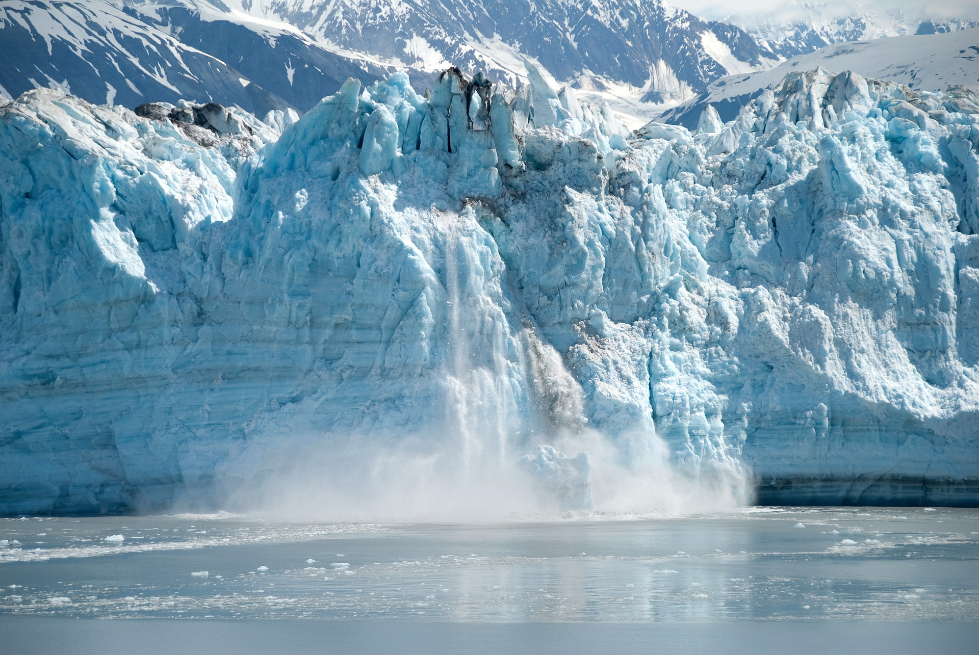 Traveling to Alaska glacier calving
