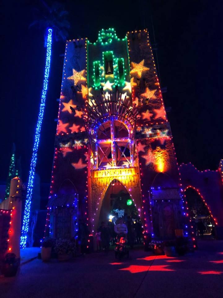 BG Christmas town lit building