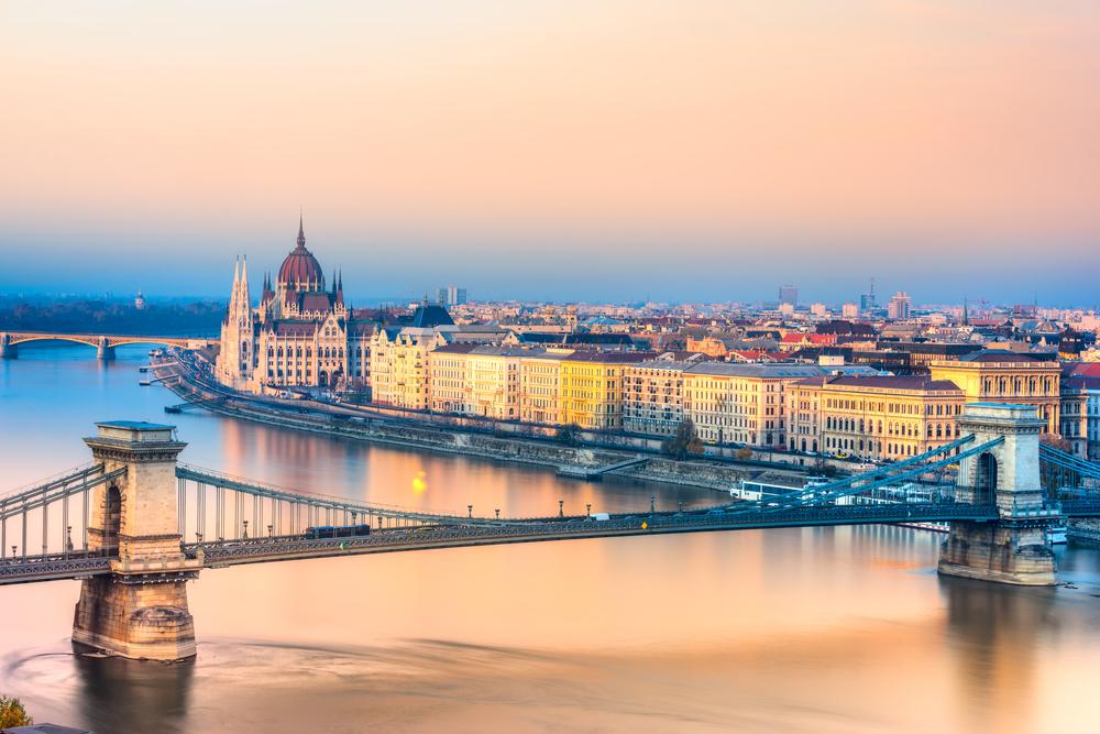 2 days in Budapest chain bridge