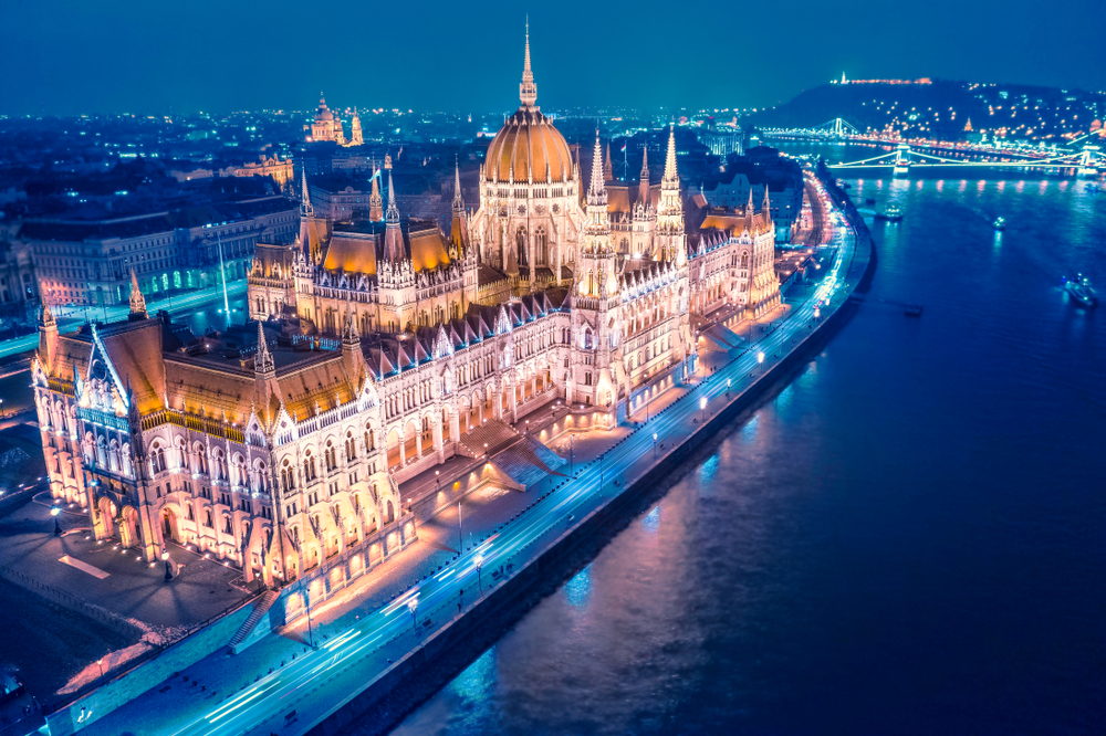 2 days in Budapest parliament at night