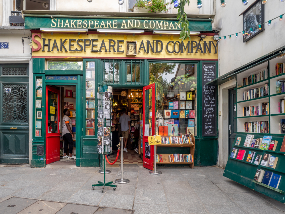 Unusual things to do in Paris Shakespeare & Co bookstore