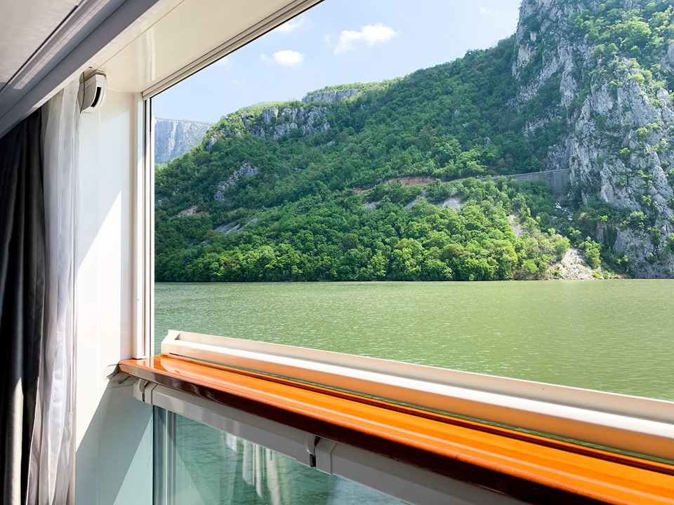 Crystal River Cruises open window