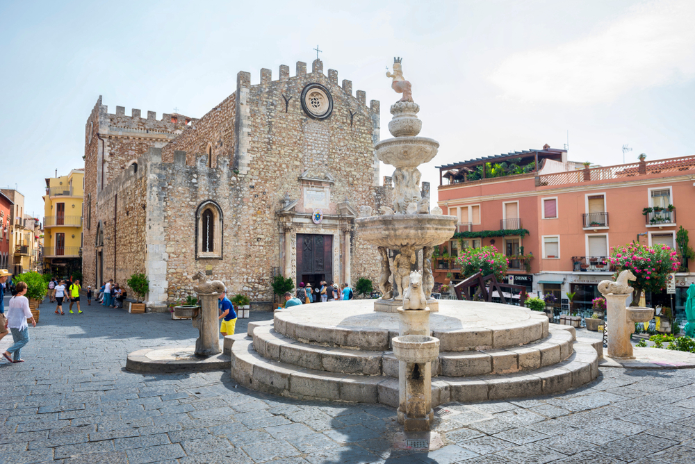 Things to do in Taormina Duomo and fountain