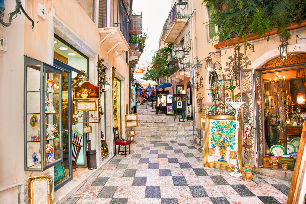 Things to do in Taormina street and shops