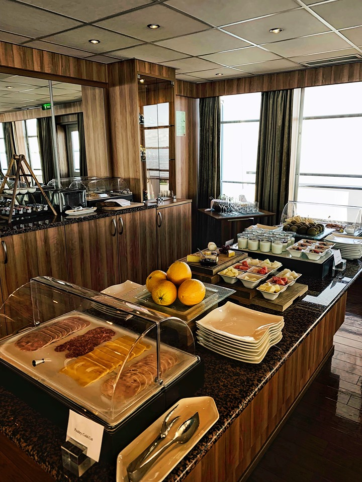 Russia River Cruise Panorama Bar linch