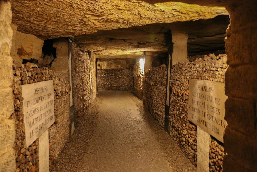5 days in Paris Catacombs