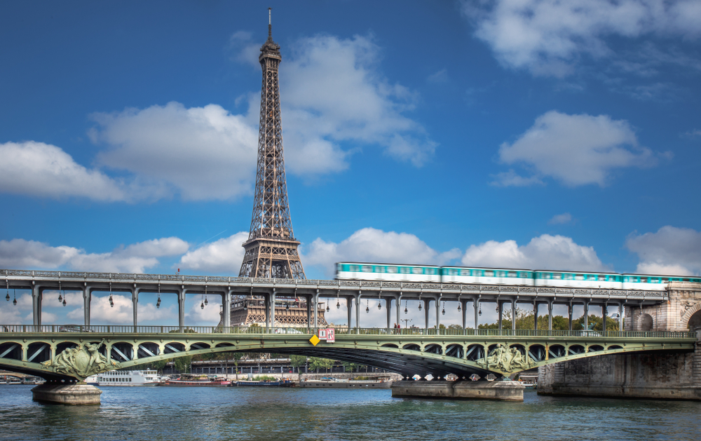 Bridges in Paris Bir-Hakeim