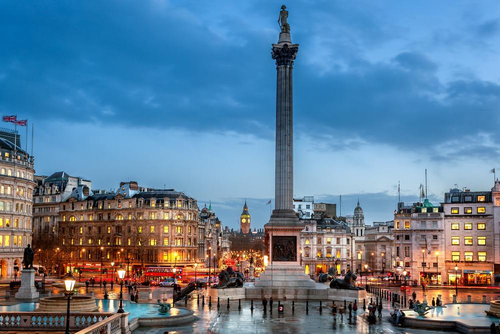 Trafalgar Square is a great place to meet family during your 5 days in Paris