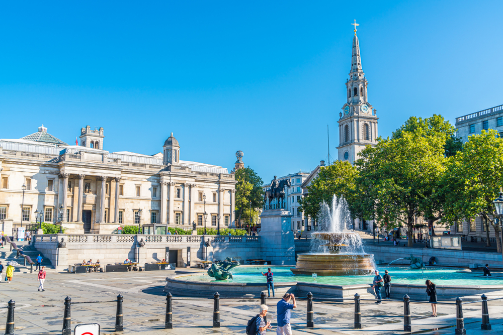 Start your London and Paris trip at Trafalgar Square
