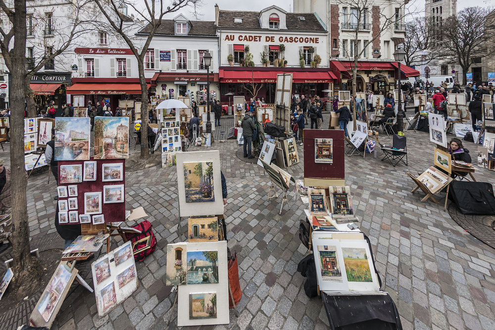 Eclectic artists sell their items in Montmartre during your Paris London trip
