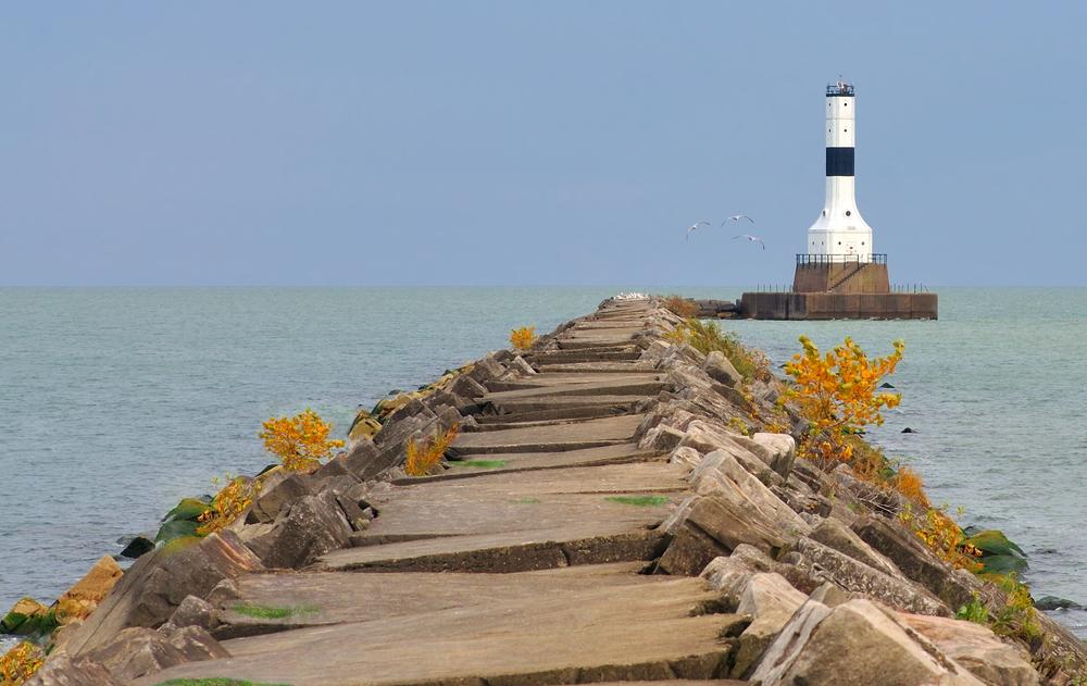 The Conneaut Lighthouse is a monument in Conneaut Ohio