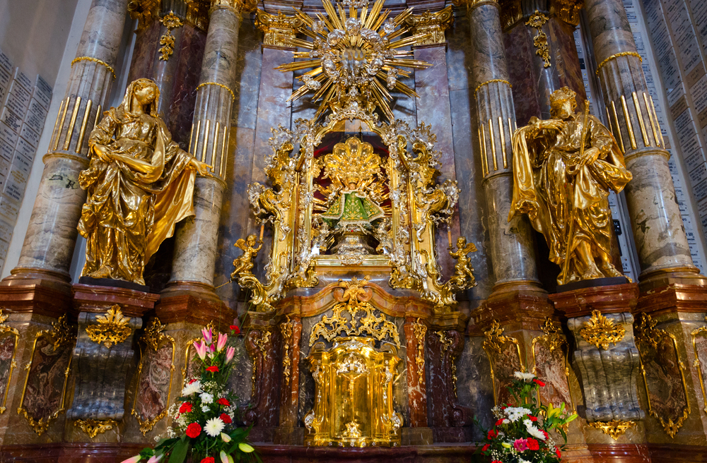 The Infant Jesus of Prague Church is ornately Baroque