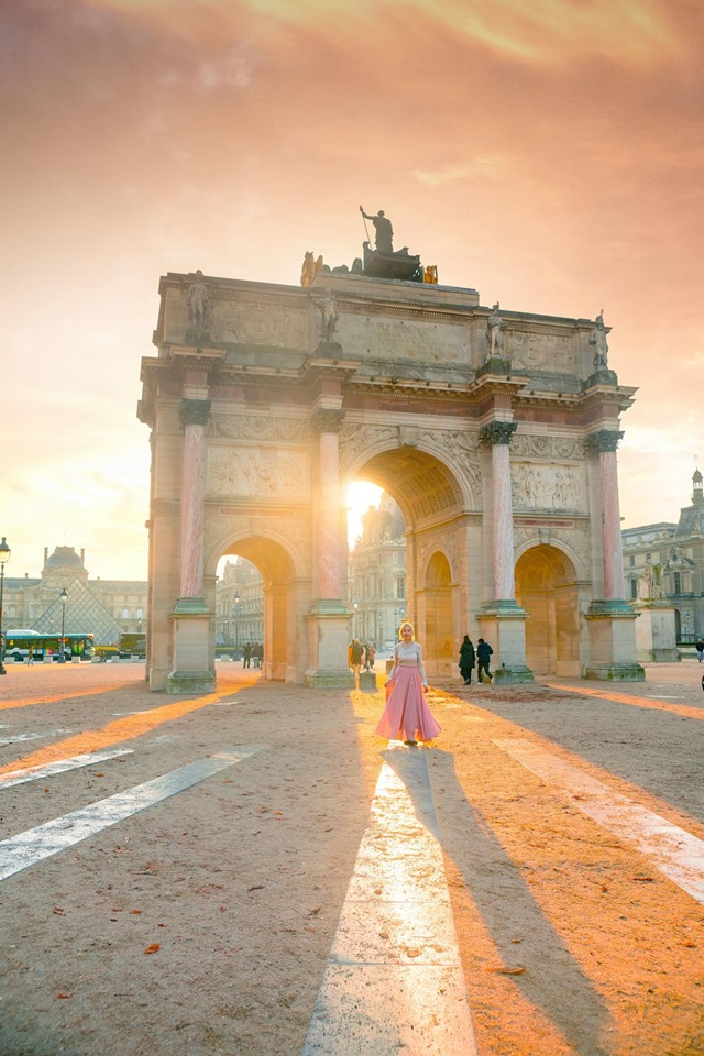 Paris instagram spots include the Louvre arch