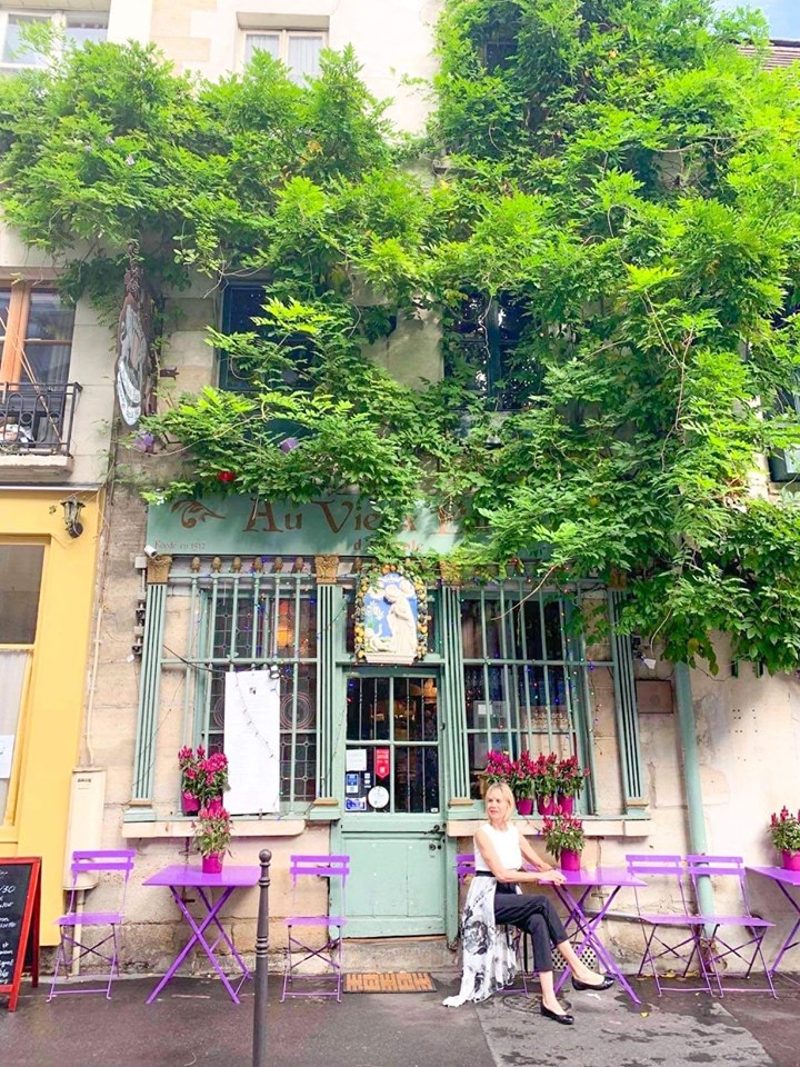 Paris cafes are the most instagrammable places in paris