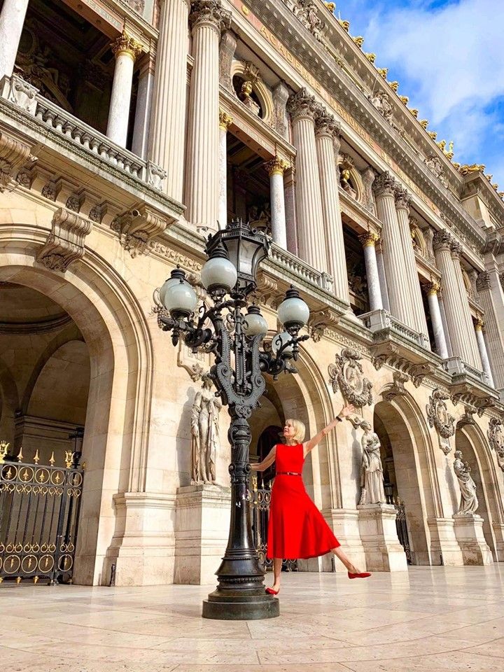 Swinging on lamppost at Paris Opera House is a funny Paris instagram idea