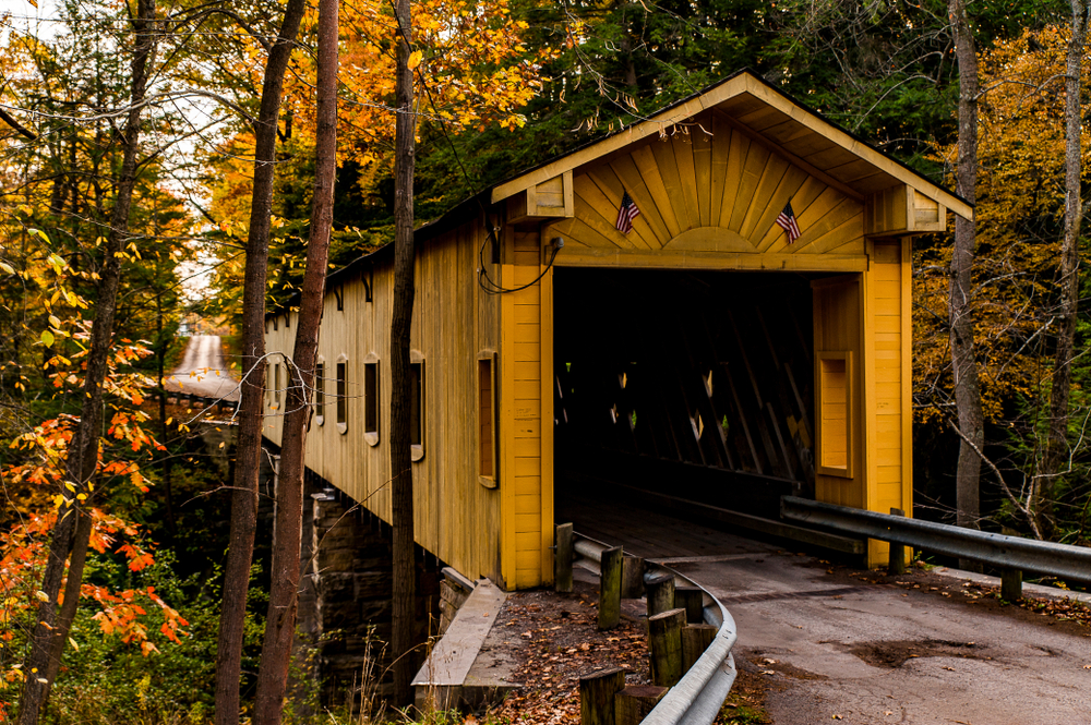 Visiting covered bridges is one of the romantic things to do in Ohio