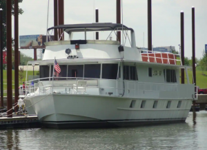 large white boat in Ohio River Airbnbs in Kentucky
