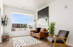 living room area with polka dot rug and abstract art