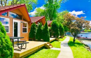 rows of adorable orange cabins in Pennsylvania