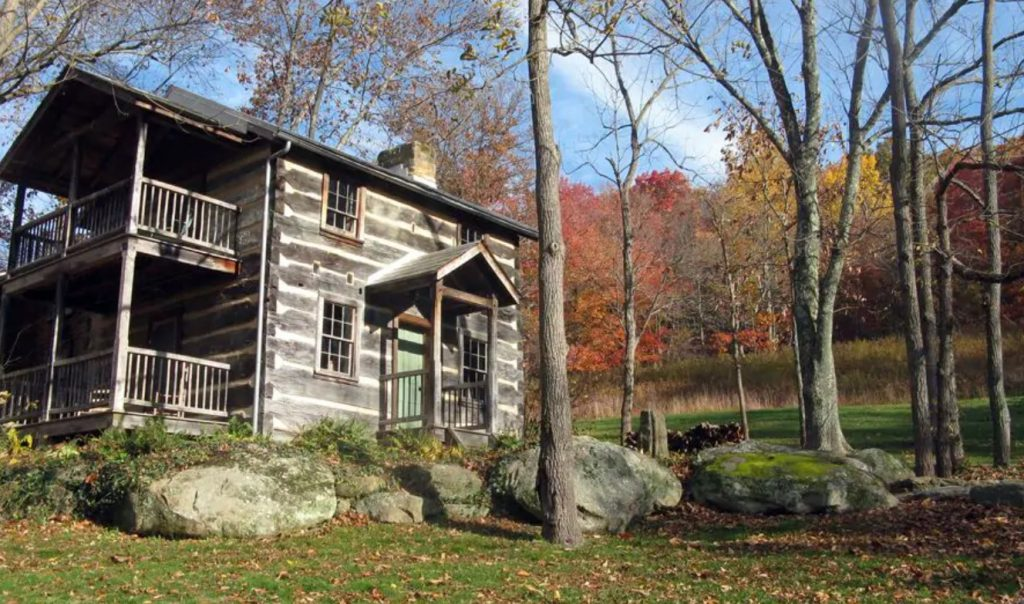 The exterior of a historic cabin in Amish Country Ohio during the fall VRBO in Ohio